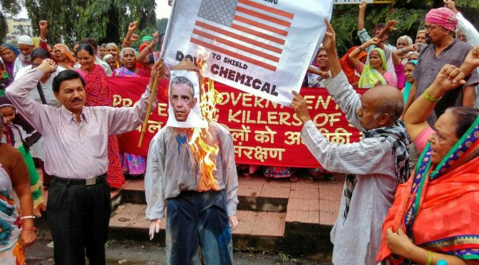 Bhopal Gas Tragedy Survivors Burn Barack Obama's Effigy for Continuing to Shield Dow Chemical