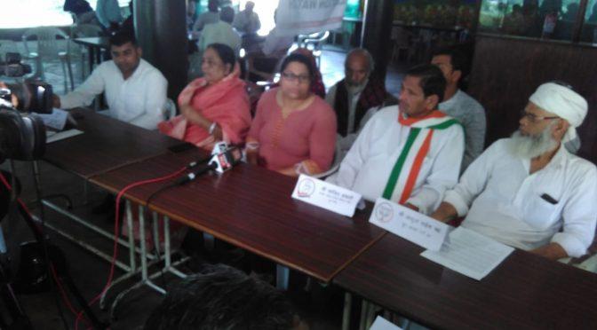 आगामी चुनाव में भा.जा.पा. एवं कांग्रेस के पांच स्थानीय प्रभारियों ने वोट के समय मुआवजे के मुद्दे को समर्थन दिया