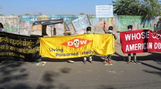 36 वीं बरसी: संगठनों ने पीड़ितों की बिगड़ती स्वास्थ्य, स्थानीय मिट्टी और भूजल में जारी प्रदूषण के लिए डाव केमिकल कम्पनी और प्रदेश की सरकारों पर सही मुआवज़ा हासिल नहीं करने और पीड़ितों के अधिकारों के हनन का आरोप लगाया