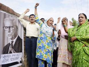 Bhopal Gas Victims Begin Indefinite Fast in Delhi